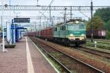 Pociąg towarowy - stacja kolejowa w Stróżach - zdjęcie