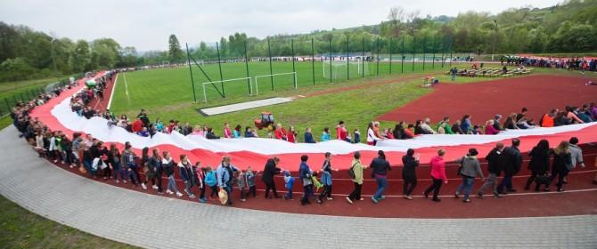 W Bobowej otwarto stadion na miarę XXI wieku! (TV)