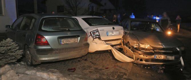 Jankowa: chcąc uniknąć zderzenia skasował dwa inne auta! (AKTUALIZACJA)