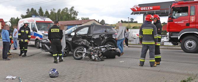 Bobowa: wypadek z udziałem 20-letniego motocyklisty na Grunwaldzkiej (TV)