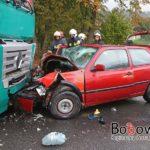 Wypadek w Wilczyskach. Zderzenie czołowe ciągnika siodłowego z VW Golfem