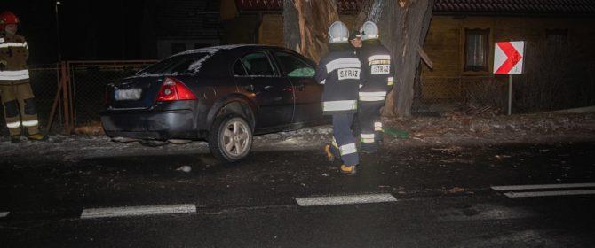 Kierujący z Wilczysk, który doprowadził do kolizji z drzewem był pijany i to nie pierwszy raz! (TV)
